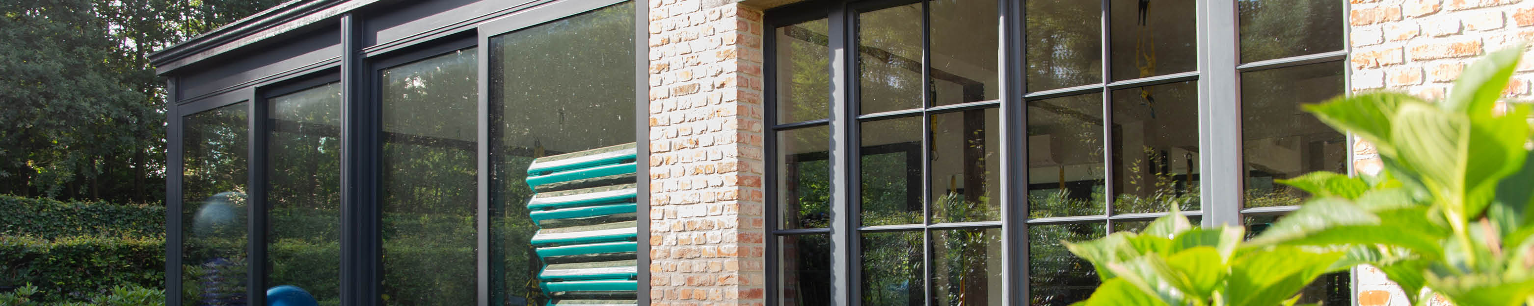 Moderne veranda met fitnessstudio